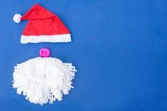 Sankt-Hüte mit dem Schnurrbart Klaus-Hut rot, stockbilder
