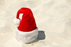 Sankt-Hut ist auf einem Strand Lizenzfreie Stockbilder