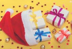 Sankt-Hut und -geschenke Stockbild