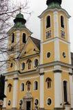 Sankt Juan en el Tirol, el Tirol/Austria - 25 de marzo de 2019: Pequeña iglesia católica en Sankt Juan imagen de archivo libre de regalías