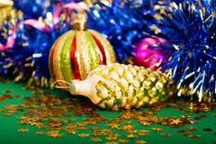 Sankt Klaus, Himmel, Frost, Beutel Hintergrund mit Weihnachtsdekorationen Lizenzfreie Stockfotos