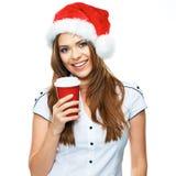 Sankt-Mädchen, das rote Kaffeetasse hält Stockfotos