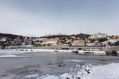 Sankt Moritz Lake e città nell'inverno Immagine Stock Libera da Diritti
