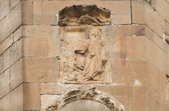 Sankt munk på lättnad av den Jvari kloster som byggs i det 6th århundradet i Mtskheta, Georgia Världsarvplats av UNESCO Arkivbilder