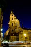 Sankt- Nikolauskirche nachts stockbilder