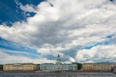 SANKT- PETERBURG, RUSSIA - 9 giugno 2018 La vista di Vasilievsky è fotografie stock