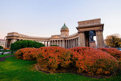 Sankt Petersburg Kazan domkyrka i höst royaltyfri bild