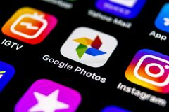 Google Photos plus application icon on Apple iPhone X screen close-up. Google plus Photos icon. Google photos application. Social. Sankt-Petersburg, Russia stock photography
