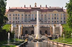 Sankt Petersburg sightseeing: Peterhof palace Stock Photo