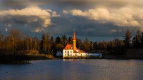 Sankt-Petersburgo La ciudad de Gatchina El castillo del priorato Primavera 2017 Fotografía de archivo
