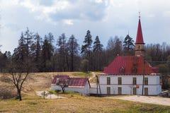 Sankt-Petersburgo La ciudad de Gatchina El castillo del priorato Primavera 2017 Imagenes de archivo
