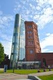 SANKT-PTERBURG, ROSJA Stara wieża ciśnień i zewnętrznie dźwignięcie kopalnia muzealny świat woda St Petersburg Fotografia Stock