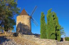 Sanktt-Saturnin-les-Benägen windmill Royaltyfri Fotografi