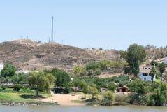 Sanlúcar de Guadiana, in Spagna, è dall'altro lato di Rio fotografie stock