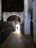 SANLUCAR DE BARRAMEDA, SPANJE - APRIL 12, 2015 - Cigarrera-Wijnkelder De traditionele die regels tijdens het proces om te maken w Royalty-vrije Stock Foto's
