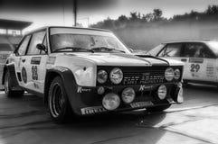 SANMARINO, SANMARINO: - OTT 21, 2017 - FIAT 131 ABARTH 1977 bieżnego samochodu stary wiec legenda 2017 sławny SAN MARINO dziejowy Obraz Stock