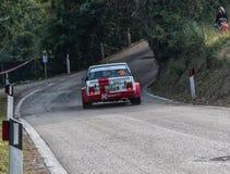 SANMARINO, SANMARINO: - OTT 21, 2017 - FIAT 131 ABARTH 1977 bieżnego samochodu stary wiec legenda 2017 sławny SAN MARINO dziejowy Zdjęcia Stock