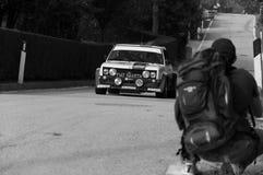 SANMARINO, SANMARINO: - OTT 21, 2017 - FIAT 131 ABARTH 1977 bieżnego samochodu stary wiec legenda 2017 sławny SAN MARINO dziejowy Obrazy Royalty Free