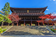 Sanmon - maingaten av Chion-i templet i Kyoto Royaltyfria Bilder