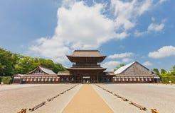 Sanmonpoort van Zuiryuji-Tempel in Takaoka Nationale Schat van stock foto's