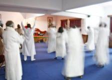 Sannaysins, das dieses Bestehen meditiert und feiert stockbild