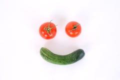 Sano con la verdura, smilling vagetable con el pepino y tom foto de archivo