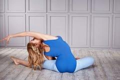 Sano sexy della donna del vestito di yoga di sport Immagine Stock Libera da Diritti