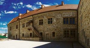 Sanok byggdes den kungliga slotten i sent det 14th århundradet i Polen Royaltyfri Fotografi