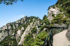 Sanqingshan berglandskap arkivbilder
