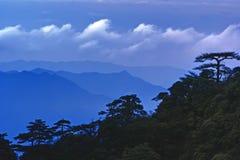 sanqingshan oklarhetsmistberg Fotografering för Bildbyråer