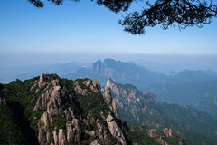 Sanqingshanbergen stock afbeelding