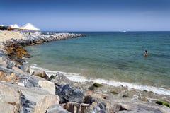 Sanremo Rocky Beach un jour chaud d'été Images stock