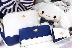 Sanrio Japan verhandelt op vertoning op Sanrio-gebied Cinnamoroll is een beroemd Sanrio-karakter Selectief op de marineblauwe por royalty-vrije stock afbeeldingen