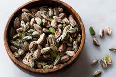 Sans épluché cru de pistache/sans Shell image stock