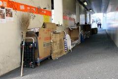 Sans-abri au centre de la ville de Tokyo et du nombre d'actions images stock
