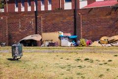 Sans-abri vivant sur les rues de Soweto photos libres de droits
