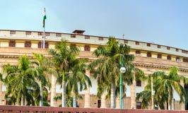 Sansad Bhawan, het Parlement van India, in New Delhi wordt gevestigd dat stock afbeeldingen