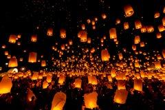 SANSAI, CHIANGMAI TAJLANDIA, NOV, - 14: Yee Peng festiwal, Loy Kra Zdjęcie Royalty Free