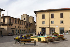 SANSEPOLCRO WŁOCHY, MAJ, - 05, 2014: Fotografia piazza Torre Di Berta obraz stock