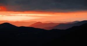 Sanset en montagnes Photographie stock libre de droits