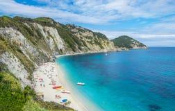 Sansone strand i den Elba ön, i sommarsäsong arkivfoto