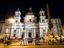 Sant' Agnese Church bij Piazza Navona in Rome, Italië bij nacht stock afbeelding