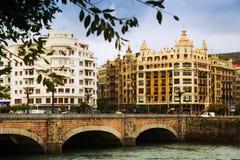 Sant塞巴斯蒂安 在Urumea河的圣卡塔利娜桥梁 免版税图库摄影