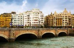 Sant塞巴斯蒂安 在Urumea的圣卡塔利娜桥梁 免版税图库摄影