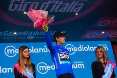 Sant安娜,意大利2016年5月28日;Mikel Nieve,天空队,在指挥台的蓝色球衣在赢取最佳的攀登的分类以后 库存图片