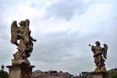 Sant 'Angelo Castle - estatuas fotografía de archivo