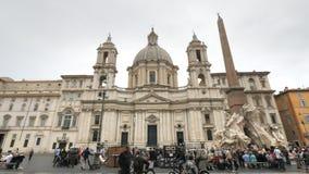 Sant 'agnese kerk in Piazza Navona, Rome stock footage