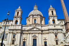 Sant ` Agnese i Agone kyrka från piazza Navona, Rome, Italien royaltyfri fotografi
