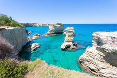 Sant Andrea, Apulien - Verbringen einiger Zeit an der himmlischen Küste O lizenzfreie stockfotos