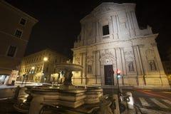 Sant'Andrea della Valle basilikakyrka i Rome, Italien natt Royaltyfri Bild